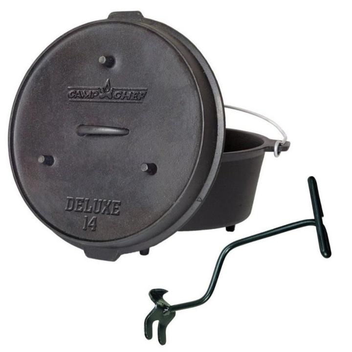 Univerzálny liatinový hrniec Camp Chef Deluxe Dutch Oven 35 cm s pokrievkou a zdvihákom.